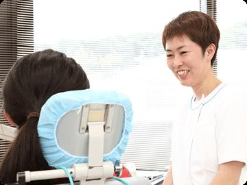 患者さまのお話をしっかり聞いて安心して治療を受けていただけるよう心がけています